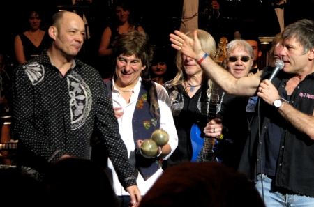 Wix Wickens with Mario Argandoña, Steve Morse, Ian Paice and Bruce Dickinson. Photo: Moth Clark