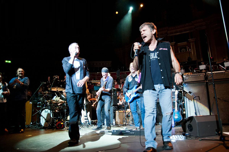 Bruce Dickinson onstage with Deep Purple for Hush. Photo: Toward Infinity